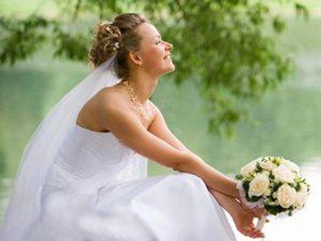 Завтра в Украине вступает в силу закон о повышении брачного возраста для женщин