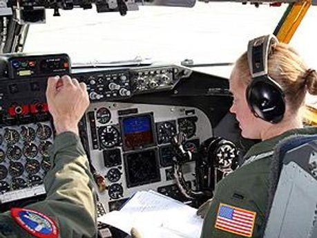 В кабине самолета ОС-135В