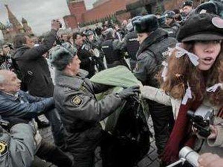 Полиция Москвы ликвидирует палатку