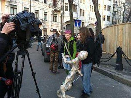 Активисты под офисом Ахметова в Киеве