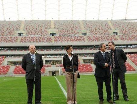 Мишель Платини на стадионе в Варшаве