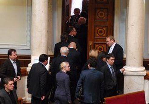 Депутати від БЮТ покинули сесійну залу