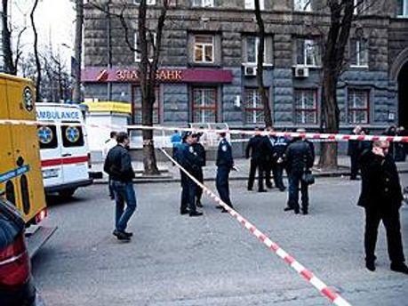 Милиция работает на месте убийства Геннадия Аксельрода