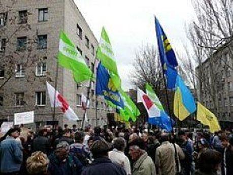 Біля Харківського суду