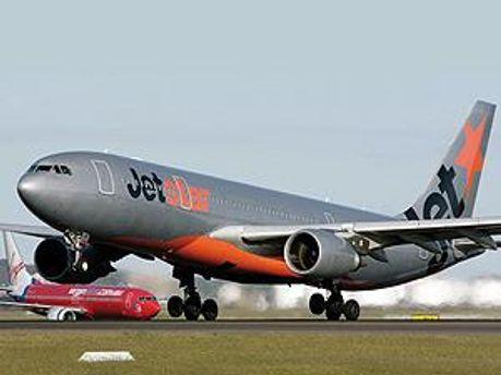 Авіалайнер Airbus A320 компанії JetStar