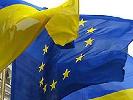 Стяги України та Євросоюзу