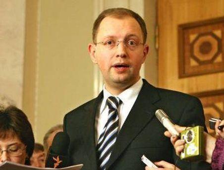Яценюк зачитал заявление Карпачевой