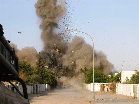 По меньшей мере 8 человек погибли в результате двух взрывов в Ираке