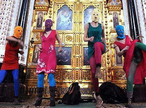 Учасниці Pussy Riot в храмі Христа Спасителя