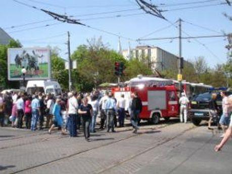 Толпа после одного из взрывов