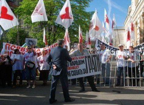 Сторонники Тимошенко возле здания суда