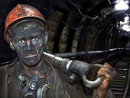 Горняк в шахте