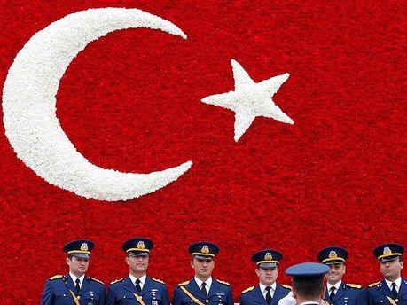 Турецких офицеров шантажировали с помощью проституток