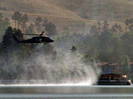 Военный вертолет возле гостиницы
