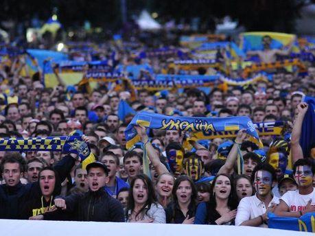 Вболівальники на львівській фан-зоні