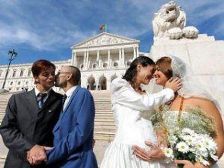 Однополые браки разрешат с 2013 года