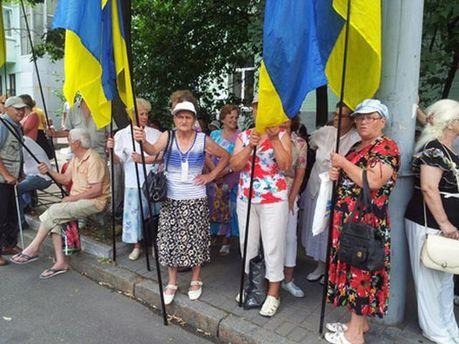 Участники акции возле Администрации Президента