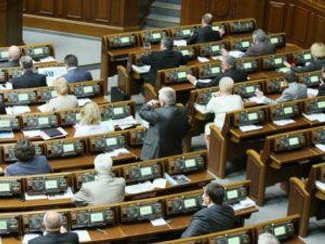 Депутати у залі засідань