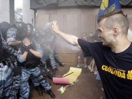 Беспорядки возле Украинского дома