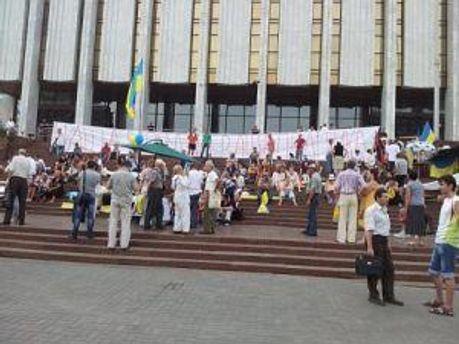 Возле Украинского дома