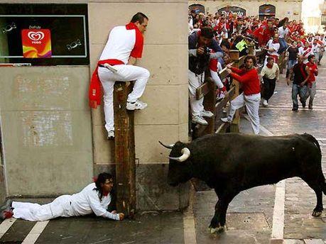 Забіг людей та биків у Іспанії