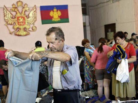 Пострадавшие получают гуманитарную помощь