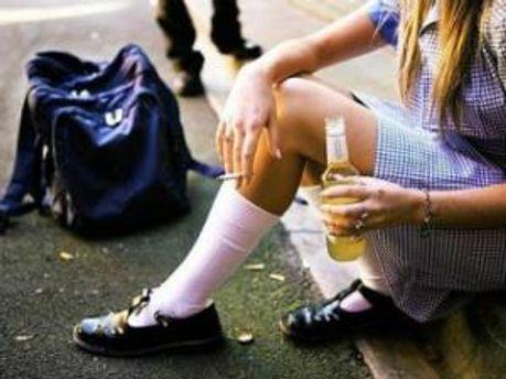 В Винницкой области школьница выпила бутылку водки и обокрала чужое жилище