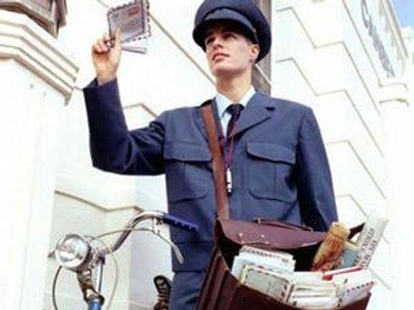 Грабіжник передягнувся у форму поштара
