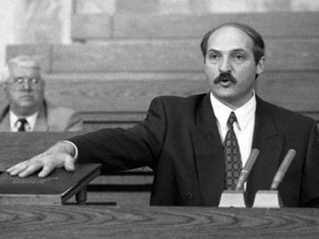 Лукашенко приймає присягу, 1994 рік