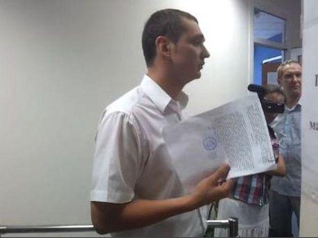 Налоговик общается с юристом ТВі