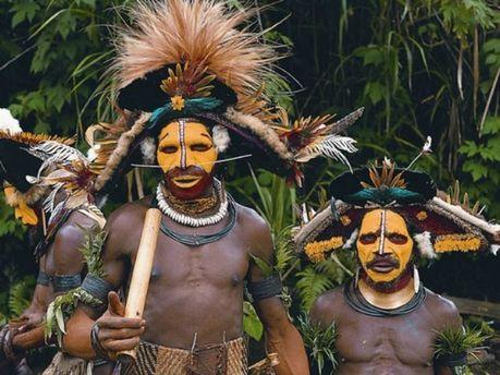Канібали з Папуа-Нової Гвінеї