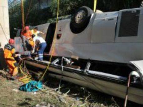 Автобус з паломниками впав в ущелину