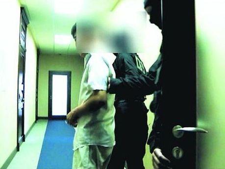 Шпионов выводят из зала суда после приговора