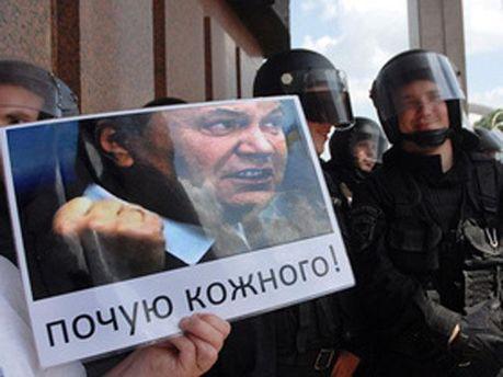 Плакат із Януковичем