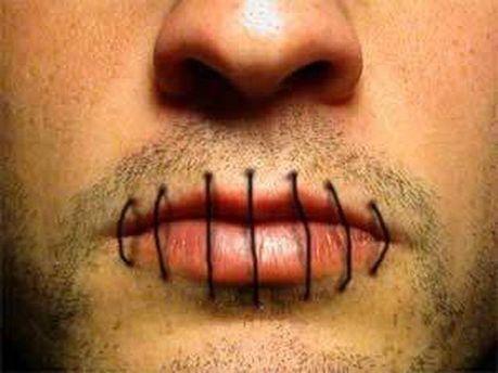 Чоловік зашив собі рот