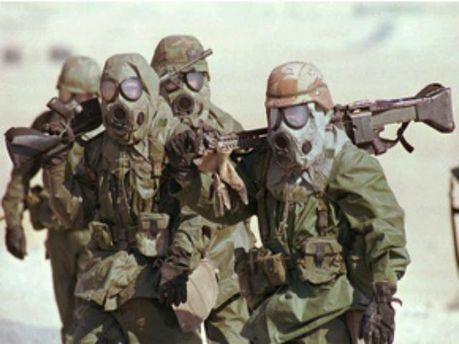 Військові у костюмах хімзахисту
