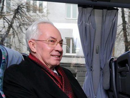 Николай Азаров в автобусе