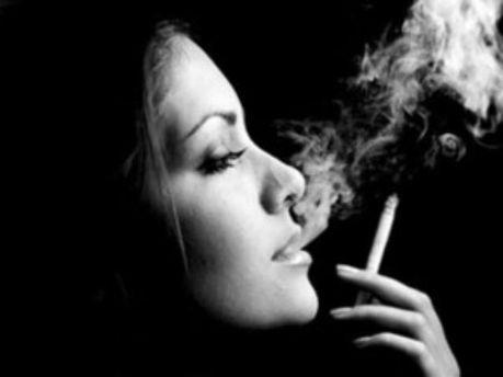 Жінка-курець