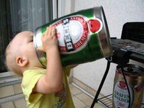 Малыш с пивом
