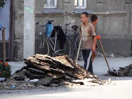 Неповнолітні за робтою в Хусті