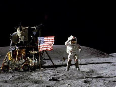 Людина на Місяці