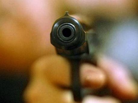 Поліцейський підстрелив самогубця