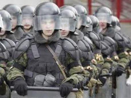 Під вибори міліція скуповує автозаки, щити і огородження