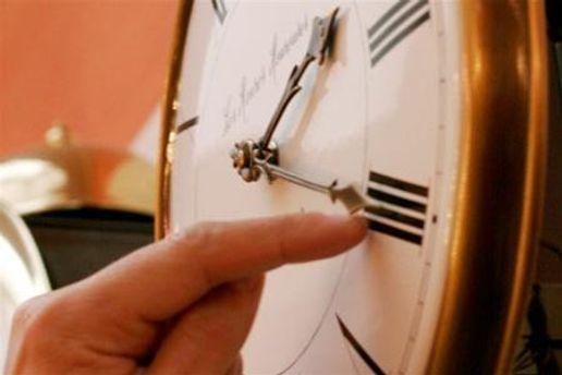 Перевод стрелки часов