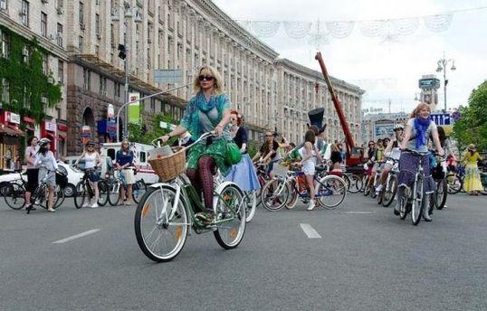 Велосипедисти в центрі Києва