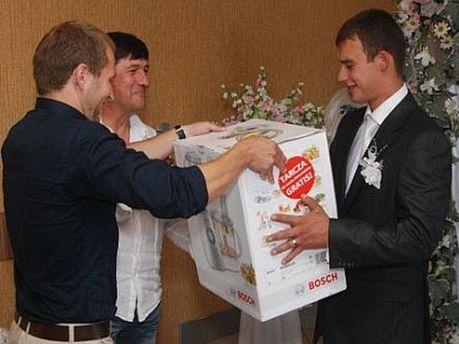 Подарок молодоженам от Якименко