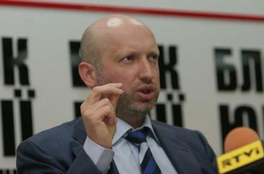 Турчинов зізнався, що переписав усе майно на родичів через небезпеку
