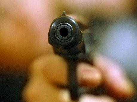Стріляла з пістолета