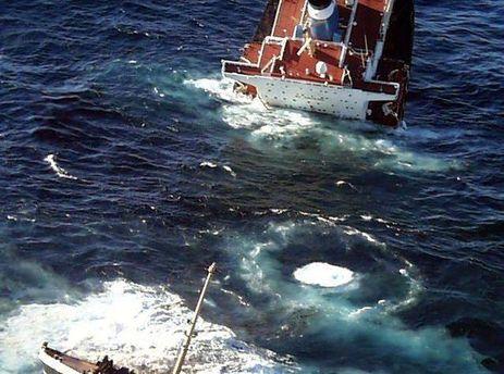 Затонулий танкер