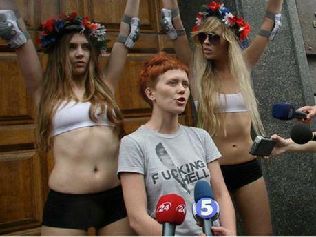 Анна Гуцол с FEMENистками